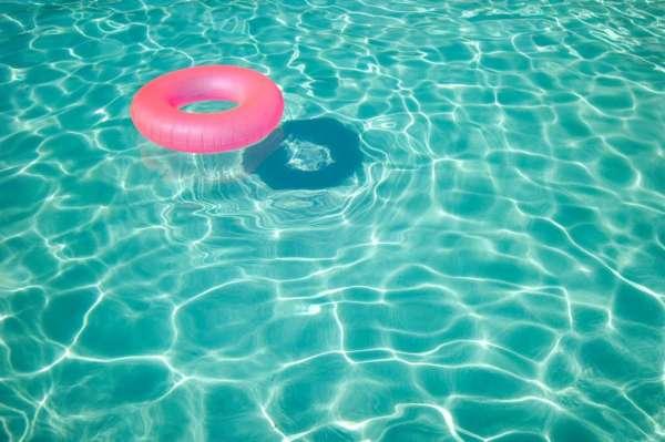 SlavicNews.ru - К чему снится бассейн с водой? Сонник: нырять в бассейн, прозрачная вода в бассейне, плавать в бассейне с чистой водой - все секреты снов на нашем сайте